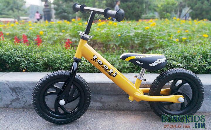Xe thăng bằng cho bé Tooti VN2 màu vàng