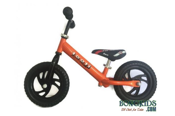 Xe thăng bằng cho bé Tooti VN2 màu cam
