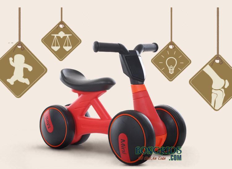 Xe chòi chân trẻ em 168 màu đỏ