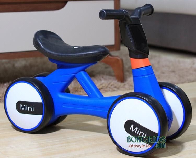 Xe chòi chân trẻ em 168 màu xanh