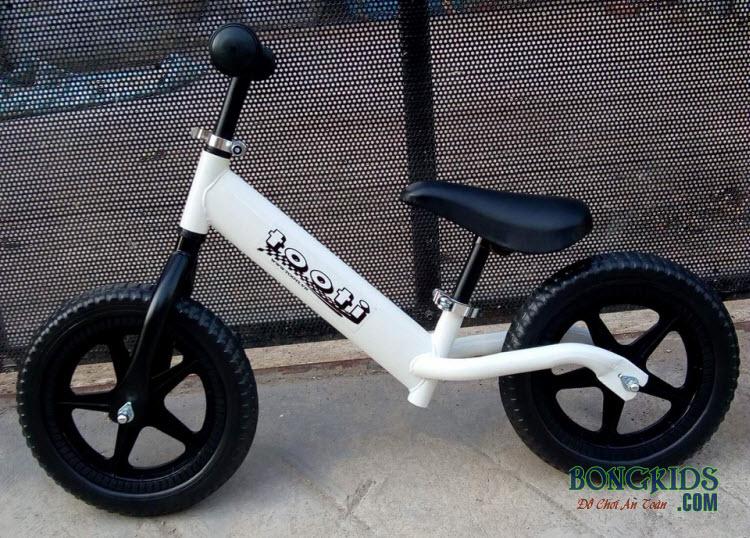 Xe thăng bằng cho bé Tooti Pro màu trắng