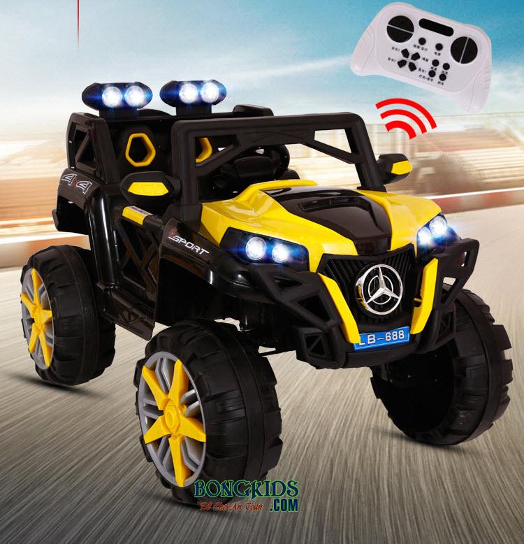 Xe ô tô điện trẻ em LB-688 (4 động cơ + bánh nhựa) có thể điều khiển từ xa