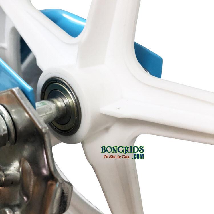 Xe thăng bằng cho bé Ander Pro có vành xe được làm từ nhựa cao cấp