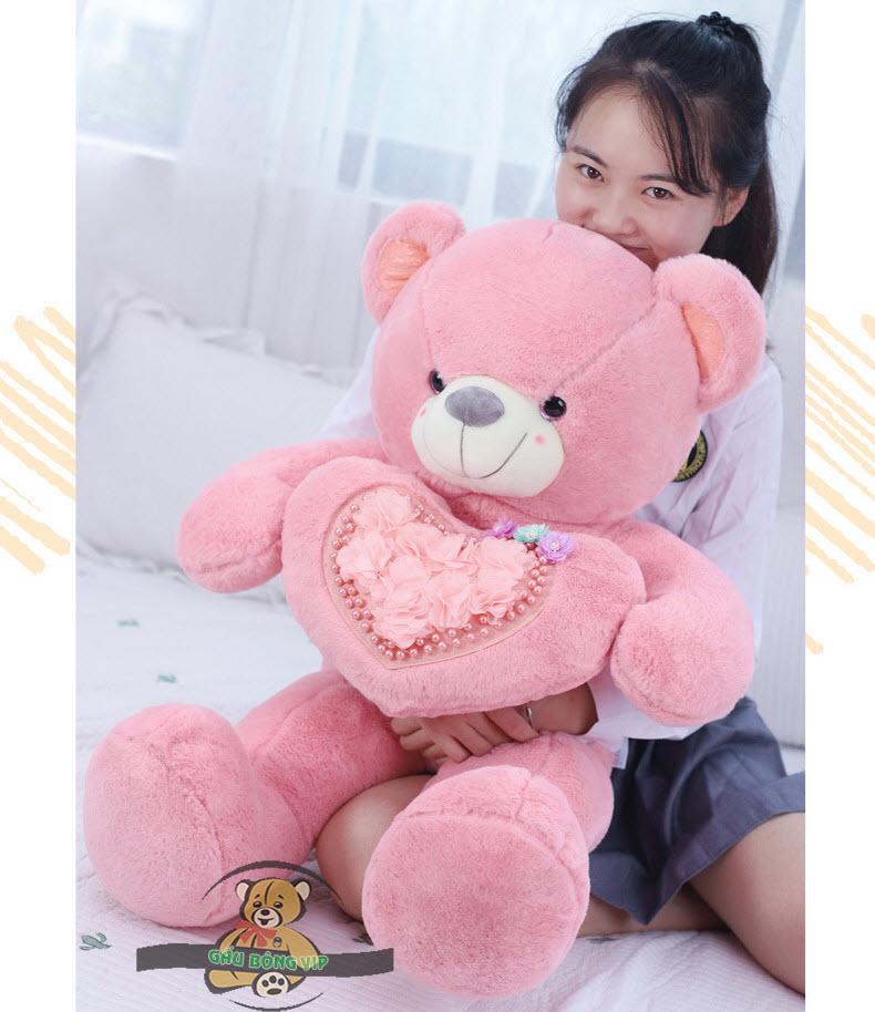 Gấu ôm tim hoa màu hồng