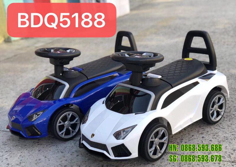 Xe chòi chân trẻ em Lamborghini 5188 màu trắng