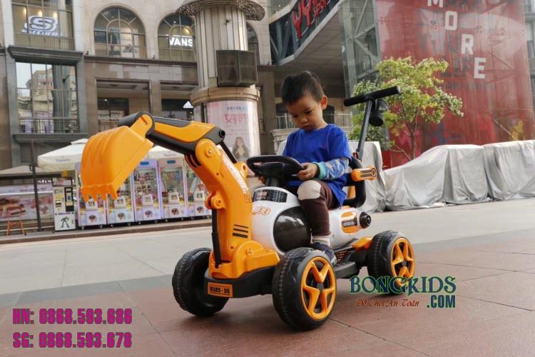 Xe cần cẩu điện cho trẻ em 9188 màu cam vàng
