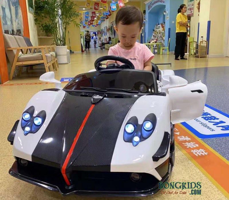 Xe ô tô điện trẻ em BDQ5189 màu trắng