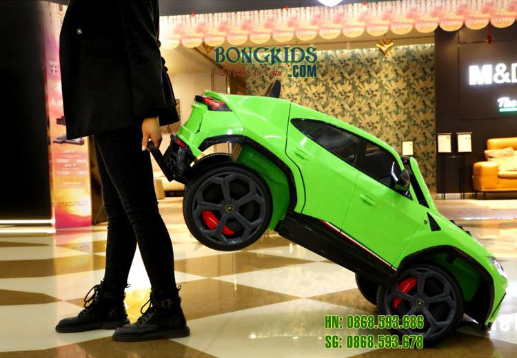 Xe hơi điện cho bé Lamborghini SMT666 có thể kéo đi khi không sử dụng