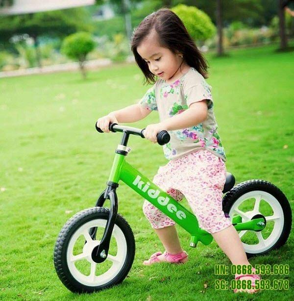 Xe thăng bằng cao cấp cho bé màu xanh lá