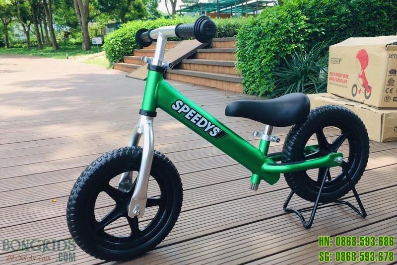 Xe thăng bằng cho bé SPEEDYS xanh lá 1