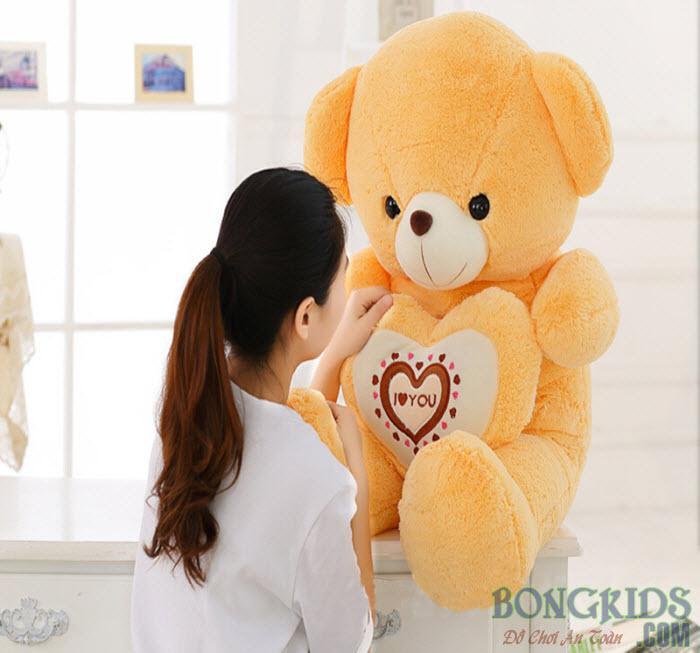 Gấu Teddy ôm tim socola cho nàng