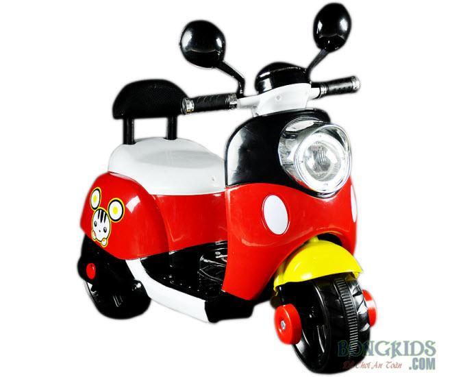Xe máy điện trẻ em Vespa có tựa lưng màu đỏ