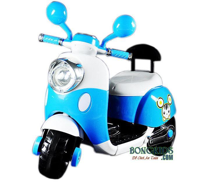 Xe máy điện trẻ em Vespa có tựa lưng màu xanh