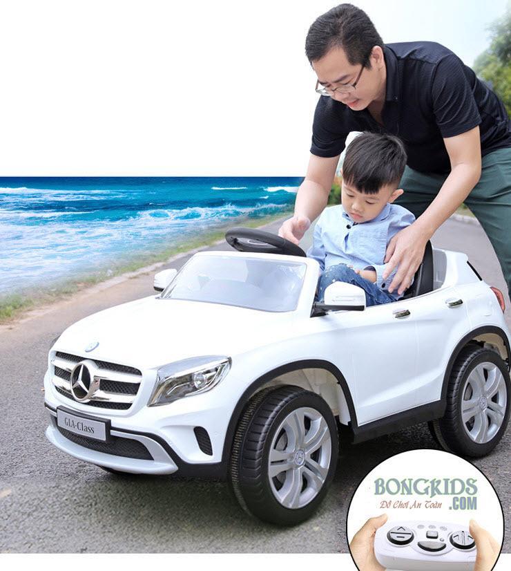 Xe ô tô điện trẻ em 653R trắng