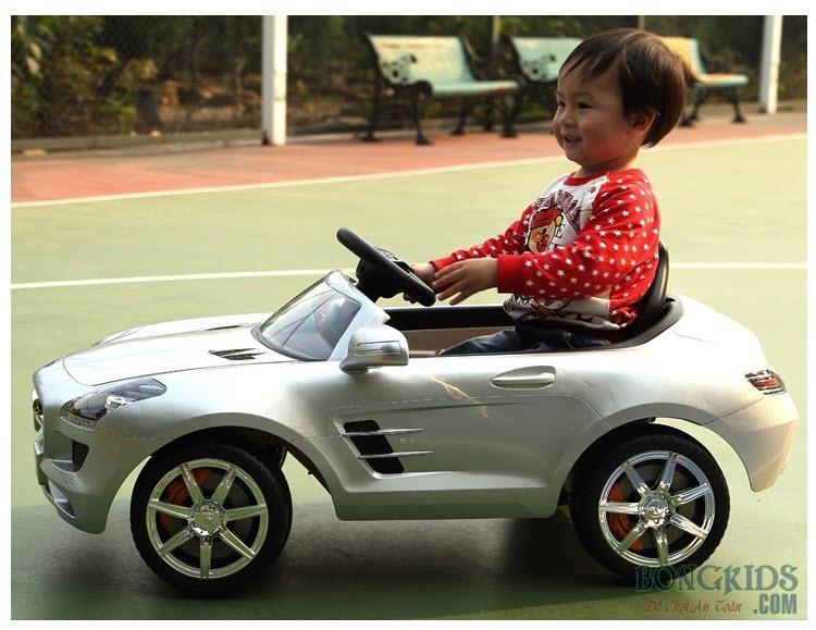 Xe ô tô điện trẻ em Mercedes 681R