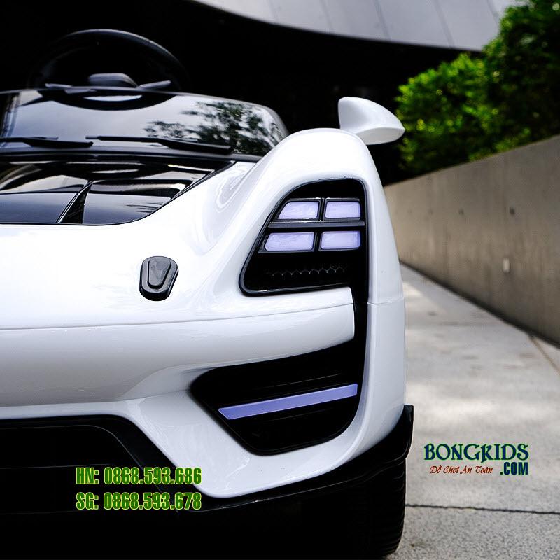 Xe ô tô điện trẻ em BDQ 5188 màu trắng