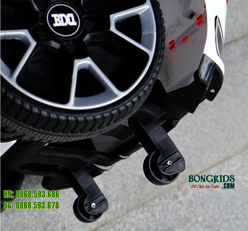 Xe ô tô điện trẻ em BDQ 5188 màu trắng 4