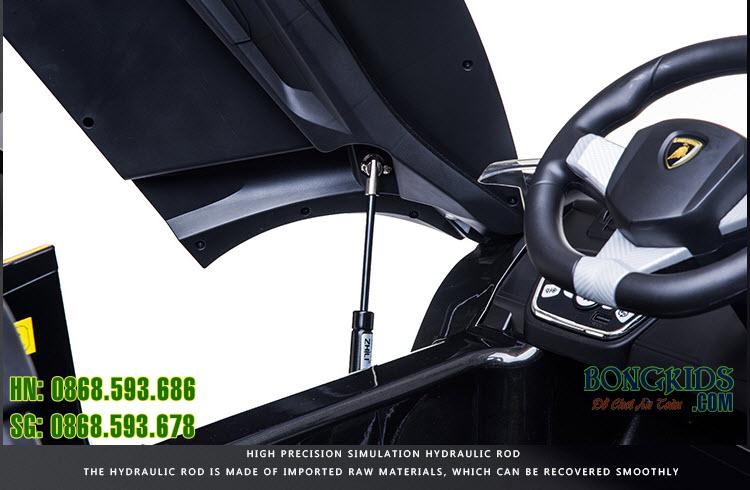 Xe ô tô điện trẻ em Lamborghini 6726R - cánh cửa mở đứng